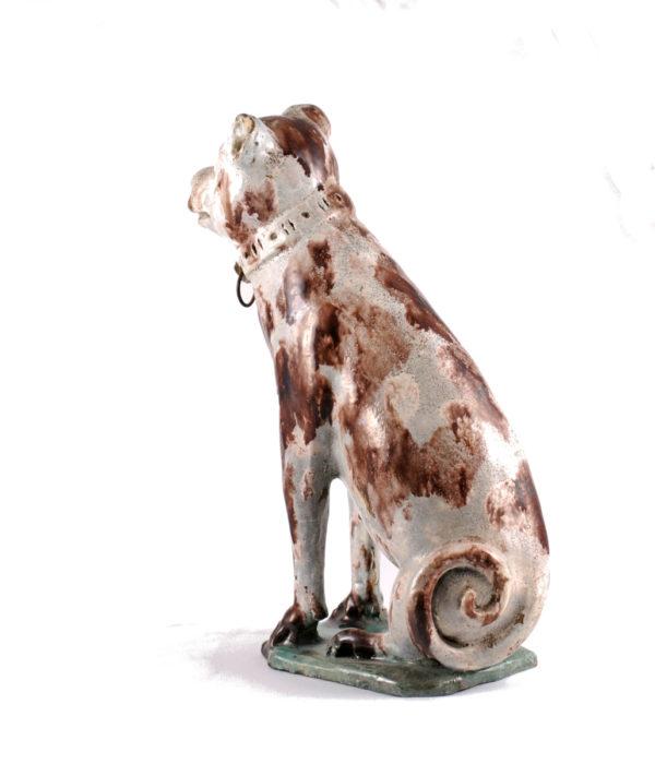 Fayencefigur eines Hundes, Mitte 18. Jahrhundert