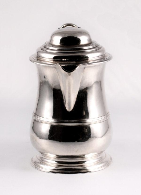 Eine englische Weinkanne, Mitte 18. Jahrhundert